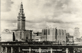 Terminal Tower development from West Cleveland, Ohio (pohled)